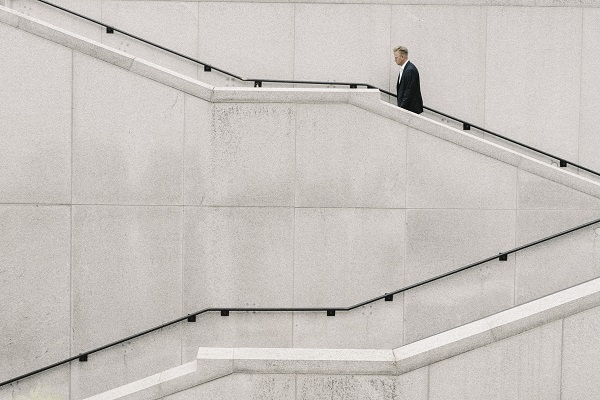 Rückentraining zu Hause und fürs Büro - Treppen steigen