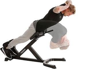 Ausführung der Hyperextension-Übung um die Rückenstrecker-Muskulatur zu trainieren